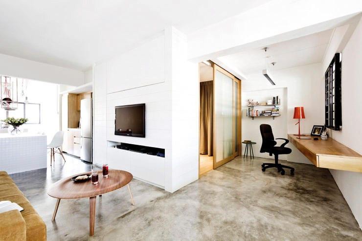 moderne wohneinrichtung kleiner wohnung mit estrich als bodenbelag und kleines schlafzimmer mit schiebeglastür