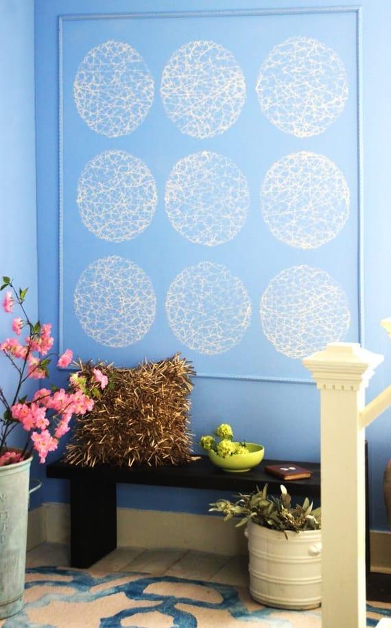 moderne wandgestaltung und coole farbgestaltung mit wandfarbe blau_farbige wände mit rundem wabenmuster gestalten