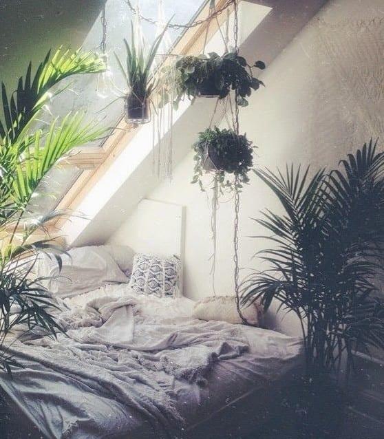 kleine schlafzimmer mit dachschräge und dachfenster gemütlich einrichten in bohemian style