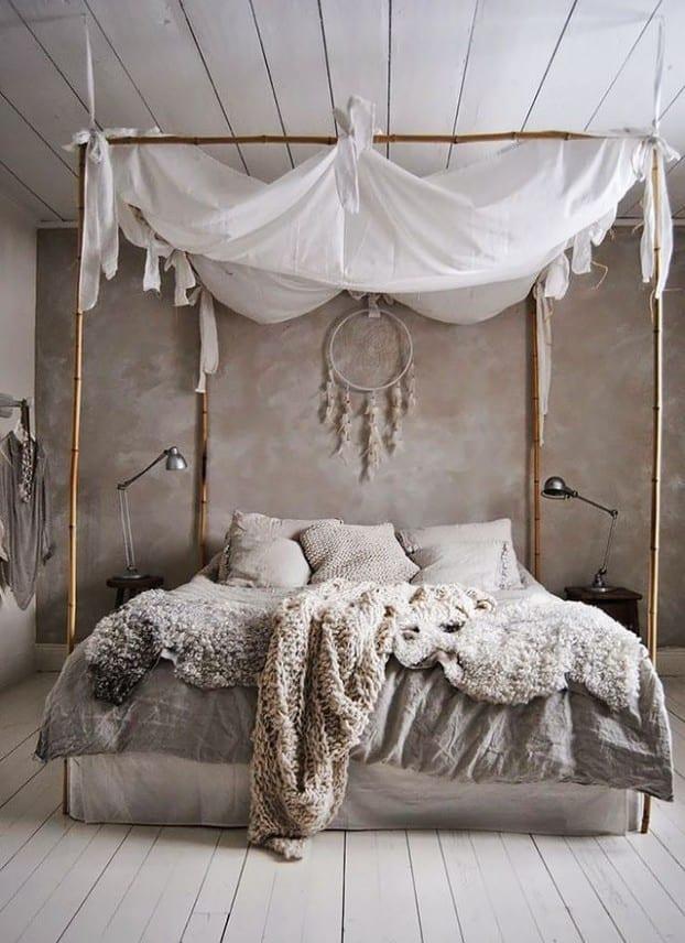 schöner wohnen schlafzimmer einrichten mit wandfarbe grau und schäne bettwäsche grau_bett dekorieren mit Baldachin