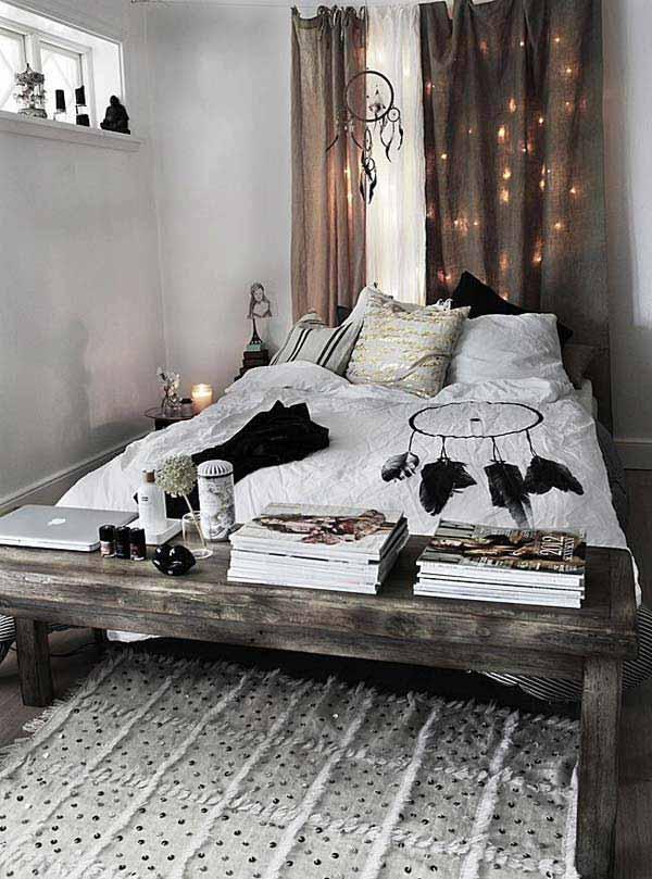 schöner wohnen schlafzimmer ideen für einrichtung kleiner schlafzimmer mit gardinen braun und holzbank vor dem bett mit bettwäsche weiss