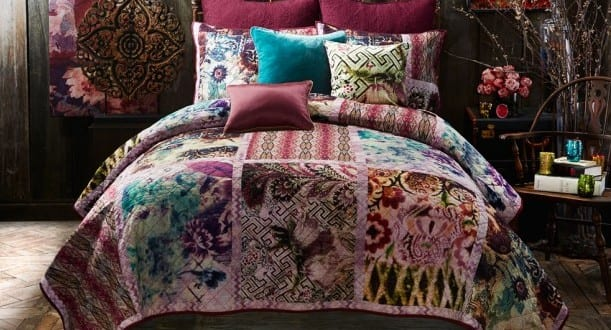 schlafzimmer ideen im boho stil schlafzimmer dekoration in lila und blau und bett dekorieren mit. Black Bedroom Furniture Sets. Home Design Ideas