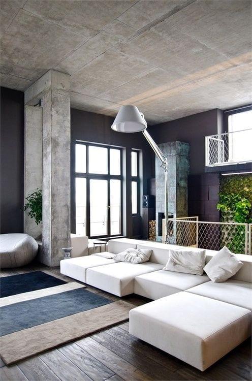 wände schwarz streichen in räumen mit hohen decken_wohnzimmer design mit sichtbeton decke und wänden_loft-wohnung einrichten mit ecksofa weiß und fenster mit schwarzen fensterrahmen