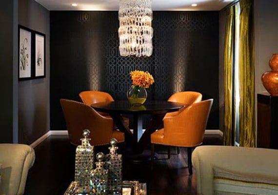 wohn esszimmer einrichtungsideen mit schwarzem esstisch rund und lederarmstühle orange