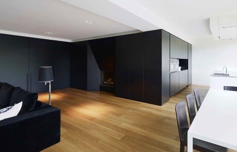 modernes wohnzimmer design und moderne küche mit kochinsel weiß und esstisch weiß mit schwarzen stühlen