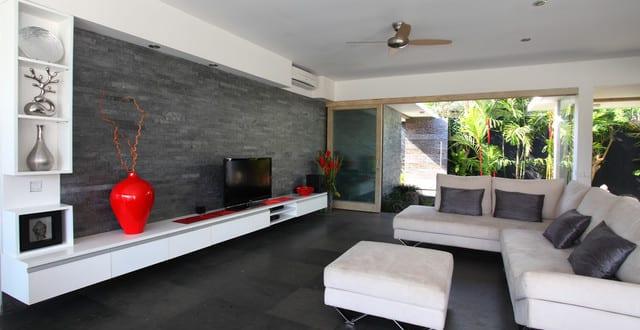 schwarze w nde modernes wohnzimmer design in wei schwarz mit schwarzen bodenfliesen und. Black Bedroom Furniture Sets. Home Design Ideas