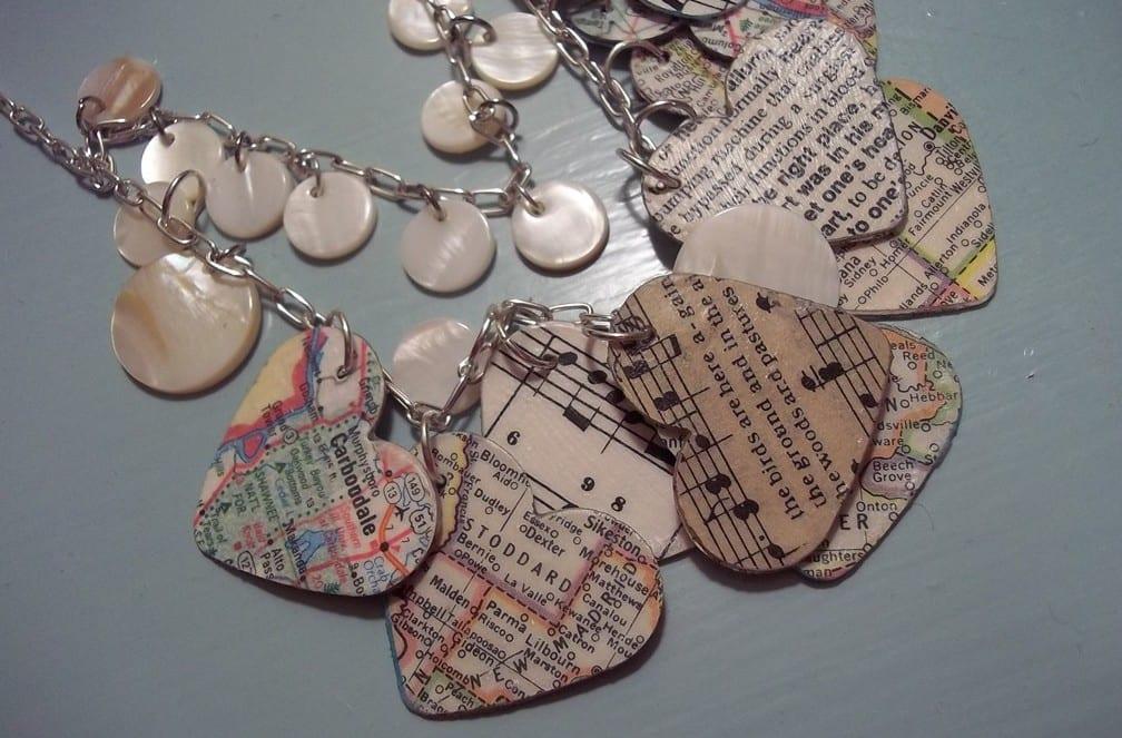 kreative bastelidee und coole idee zum valentinstag für diy halskette aus Herzen als Valentinstag Geschenk für frauen