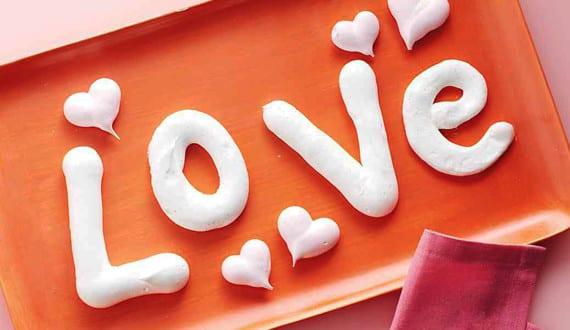 Valentinstag Ideen Und Geschenke_Buchstaben Und Herz Schaumgebäcke Als