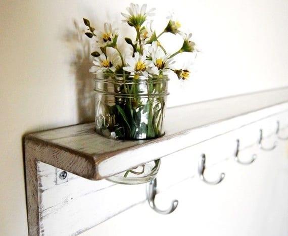 kreative Wandgestaltung flur mit Vintage Kleiderhaken weiß