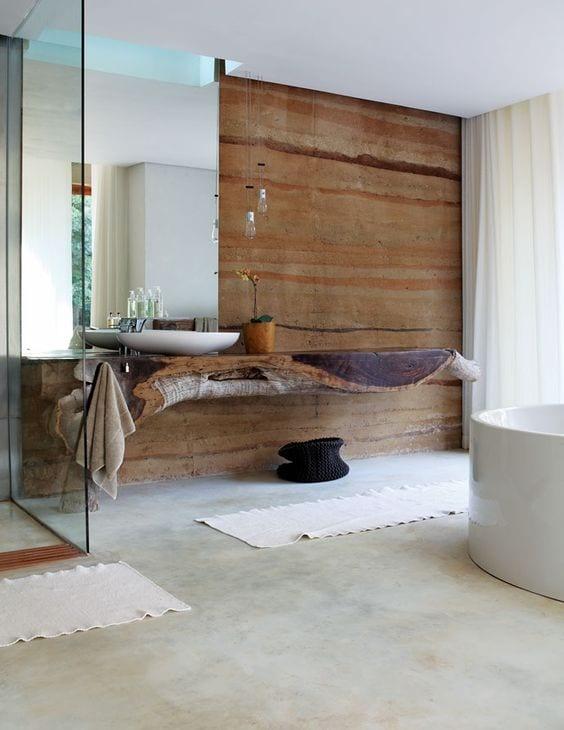 badezimmer modern im vintage stil mit großem spiegel und rustikalem waschtisch