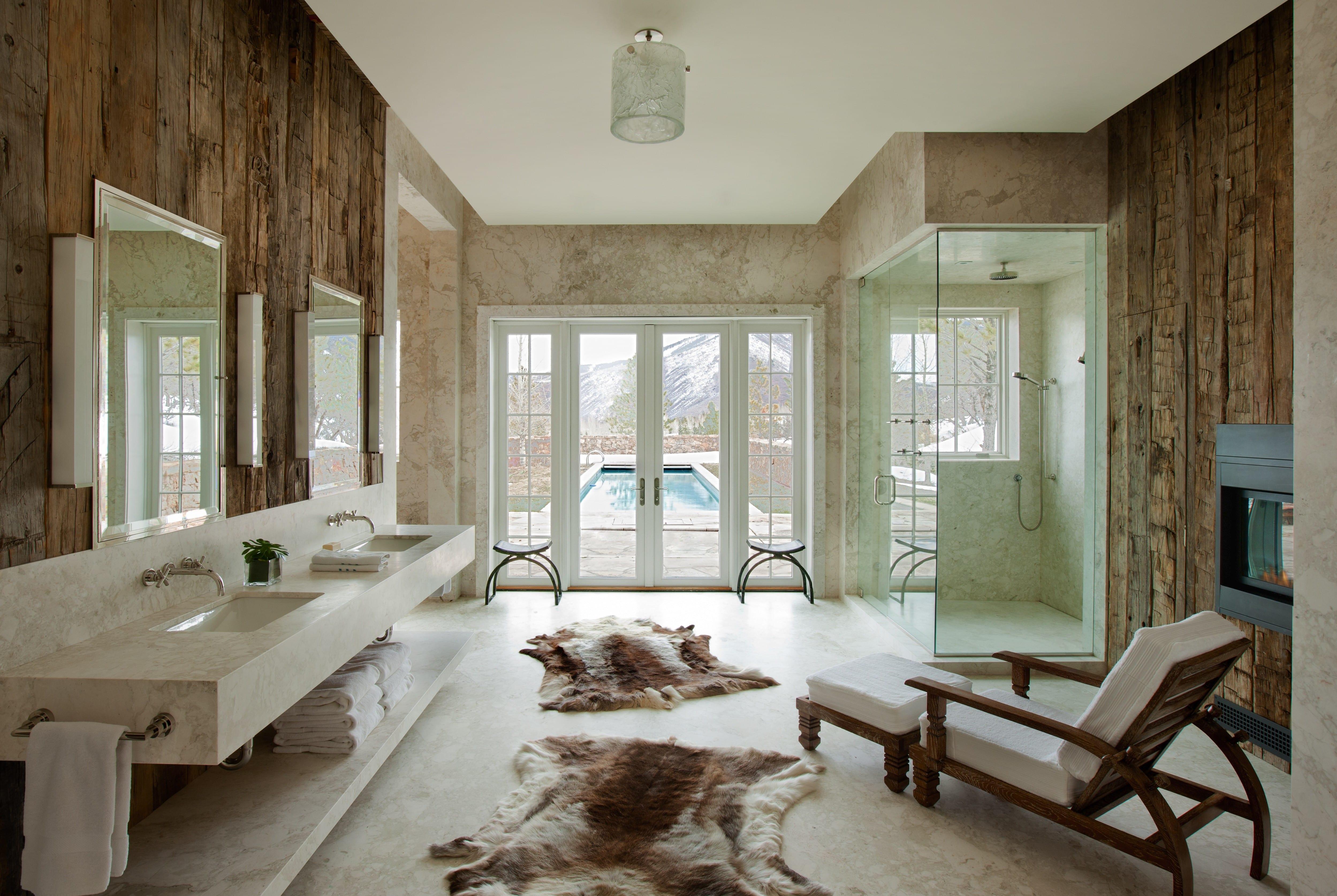 moderne badezimmer ideen für vintage badezimmer mit holzwandverkleidung und kamin