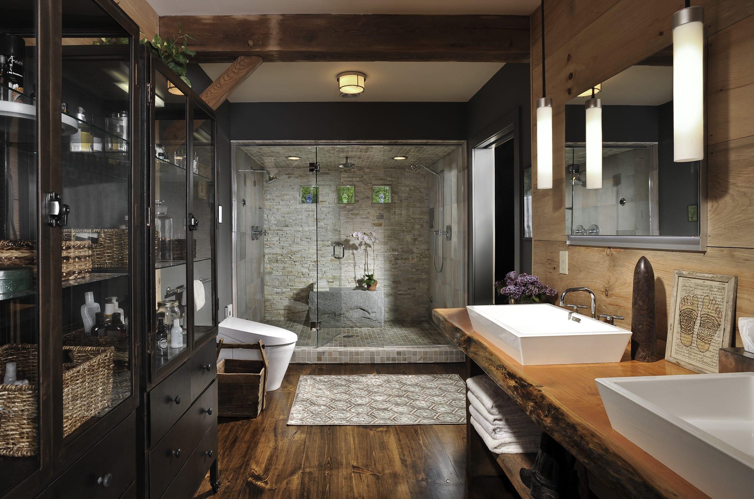 vintage badezimmer ideen mit zwei duschen und vintage badezimmerschränken mit glasvitrinen