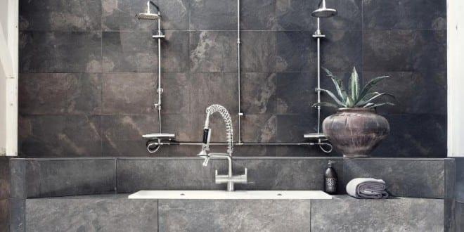 moderne badezimmer im vintage style mit steinfliesen grau und h ngewaschtisch freshouse. Black Bedroom Furniture Sets. Home Design Ideas
