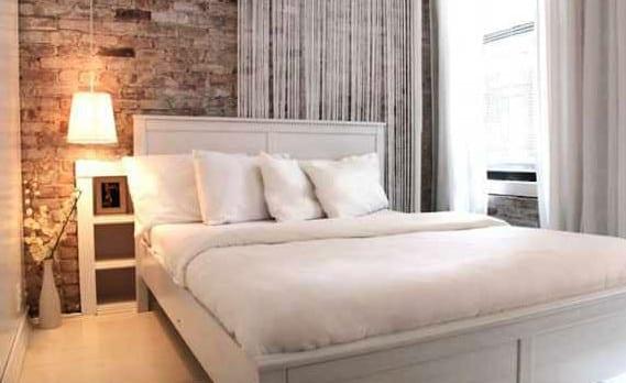 coole deko ideen für kleines Schlafzimmer weiß im vintage style mit Ziegelwand und pendellampe weiß
