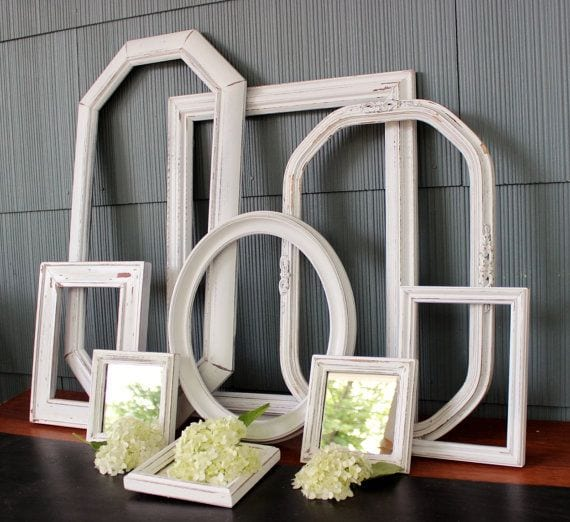 coole dekoideen mit vintage rahmen in weiß für rustikale wandgestaltung
