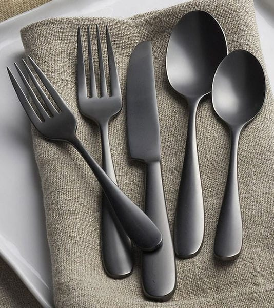 modernes besteck in schwarzmatt für modernes Tisch eindecken