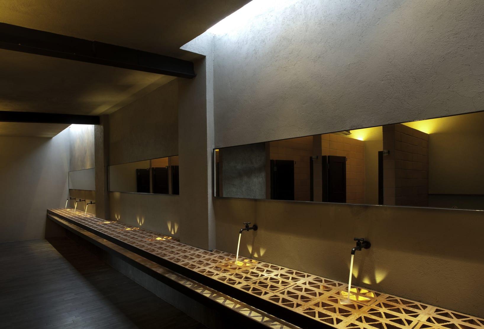 kreative badezimmer inspiration für effektvolle lichtgestaltung