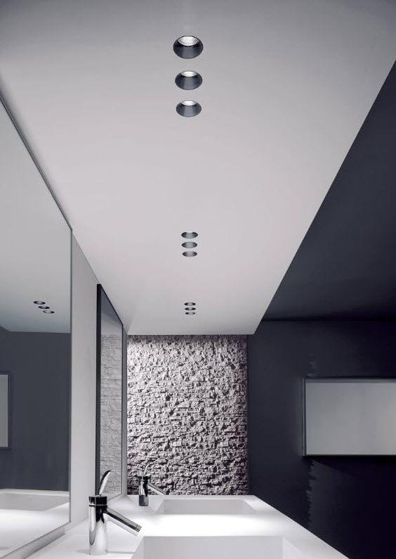 coole bäder ideen für badgestaltung durch tageslicht_modernes bad mit weißer decke und wandfarbe schwarz kreativ einrichten mit doppelwaschtisch weiß und separaten spiegeln