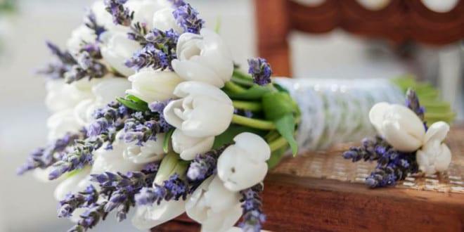 brautstrau ideen und blumendeko hochzeit mit tulpen und lavendel freshouse. Black Bedroom Furniture Sets. Home Design Ideas