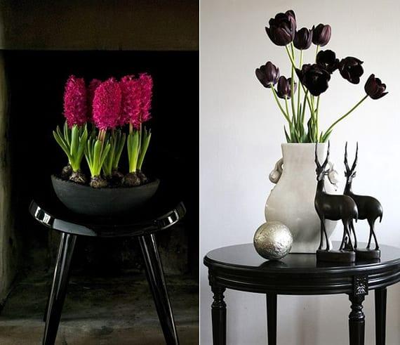 moderne frühlingsdeko für schwarzen beistelltisch mit schwarzen tülpen und rosafarbigen Hyazinthen