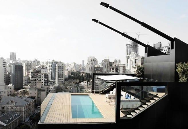 inspiraion für roof top terrasse in der stadt mit pool und glasgeländer