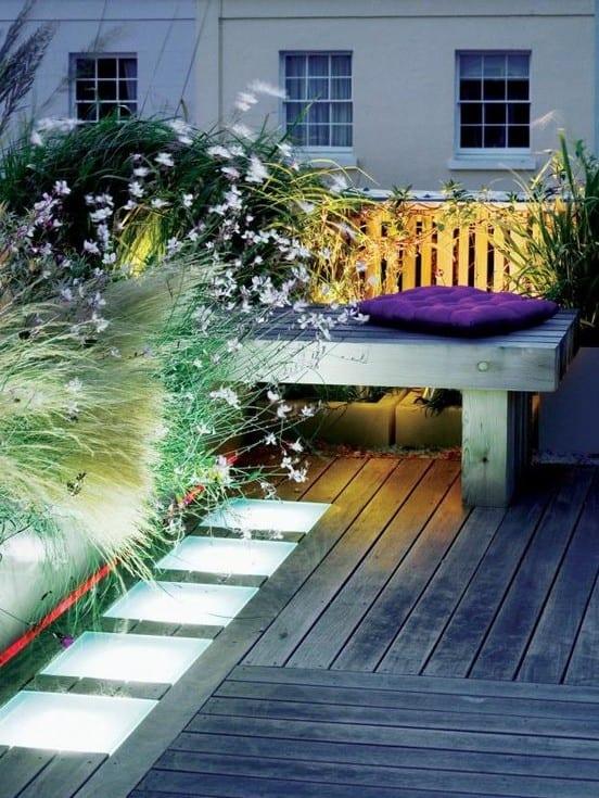 designinspiration für roof top terrassen_gartengestaltung ideen mit bodenleuchten und begrünung für fdachterrasse