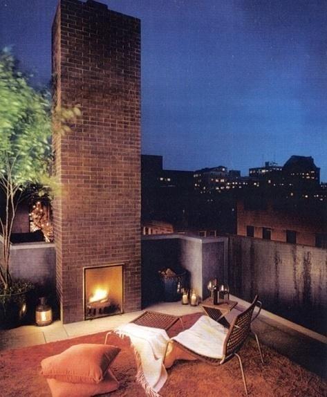 gemütliche und interessante terrassengestaltung mit kamin auf roof top