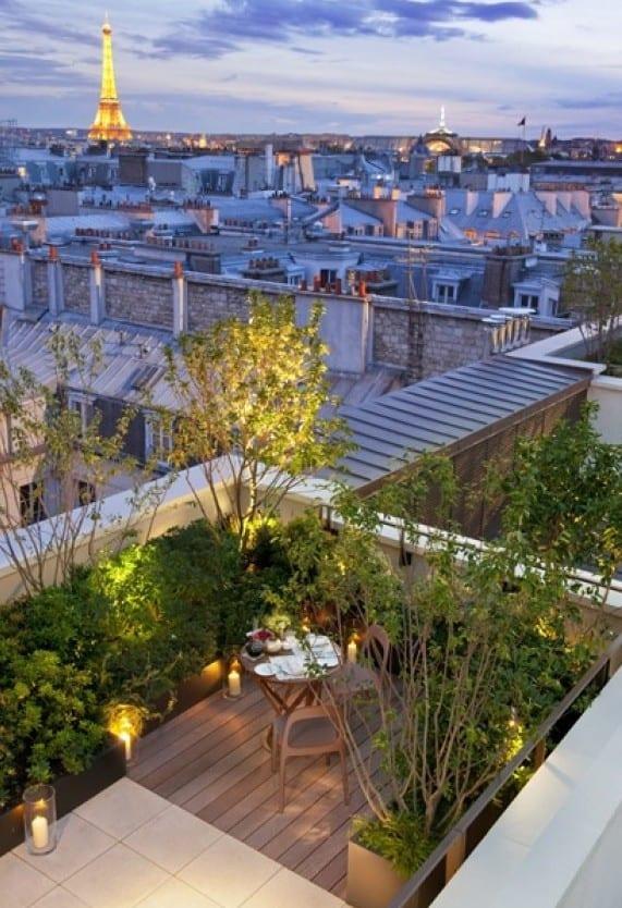roof top design mit intensiver begrünung und holzdiele für dachgarten