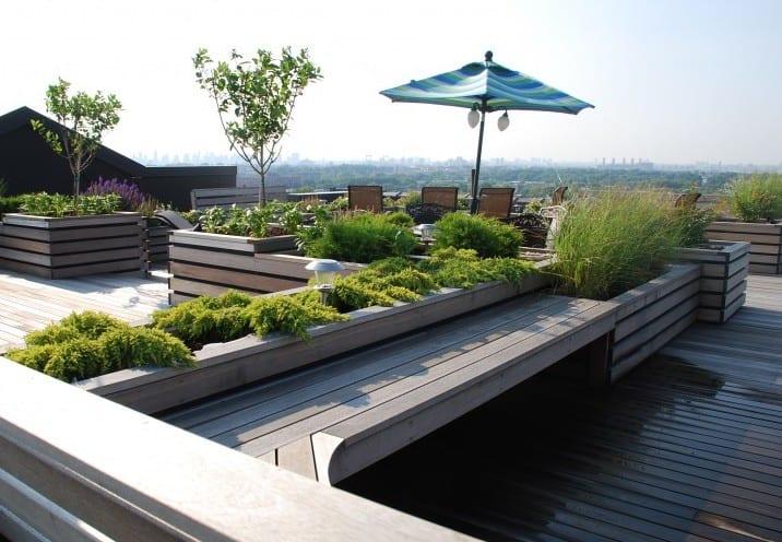 Entzuckend Roof Top Gestaltung Mit Sitzbänken Und Blumenkübeln Aus Holz Rooftop  Terrassengestaltung ...