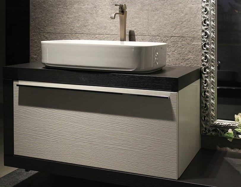 moderne badmöbel und bäder ideen für moderne badgestaltung mit wandhänge-wanschtisch schwarzweiß und spiegelrahmen silber auf steinfliesen als wanddeko
