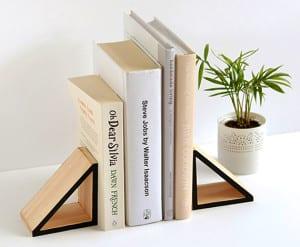 do it yourself deko in schwarz wei und holz bastelidee f r diy buchhalter aus holz freshouse. Black Bedroom Furniture Sets. Home Design Ideas