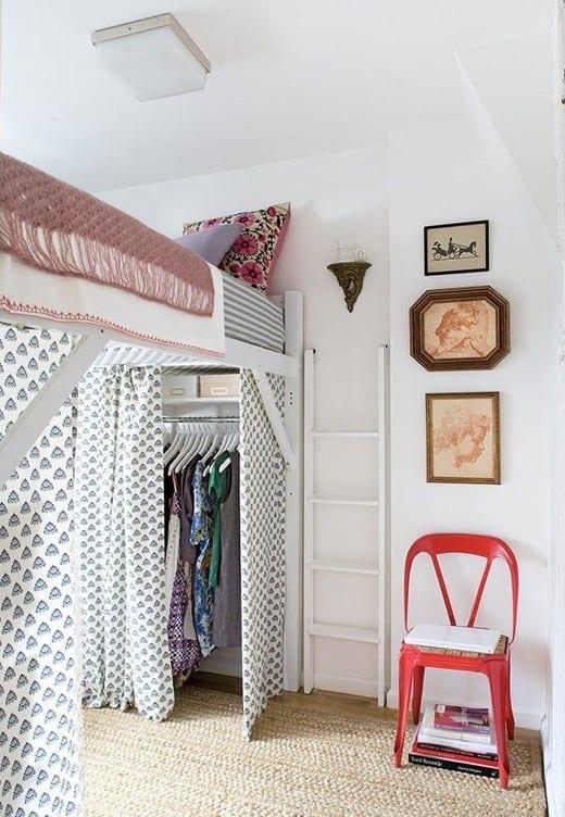 schlafzimmer ideen für mädchenzimmer mit hochbett weiß und garderobe mit dardienen ünter dem bett