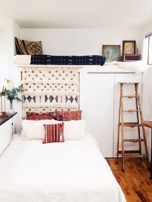 2 zimmer bett mit hochbett über kleiderschrank als einrichtungsbeispiele für kleine schlafzimmer