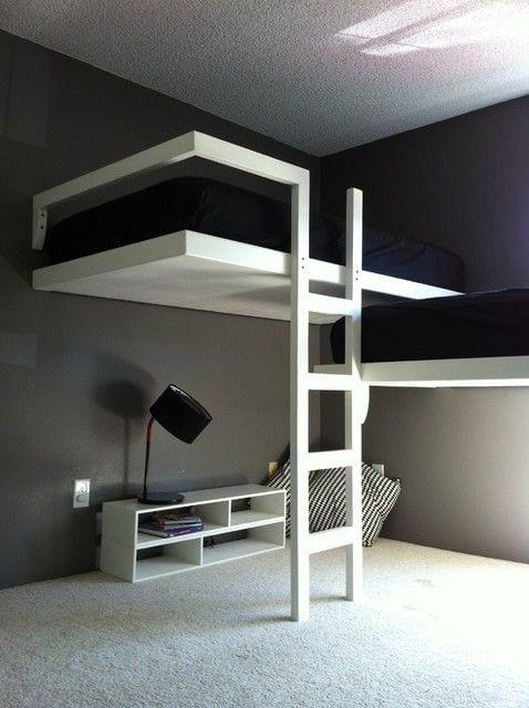 minimalischtisches schlafzimmer gestalten in schwarzweiß und mit etagenbett für zwei einrichten_farbgestaltung schlafzimmer durch schwarze wände und teppich weiß