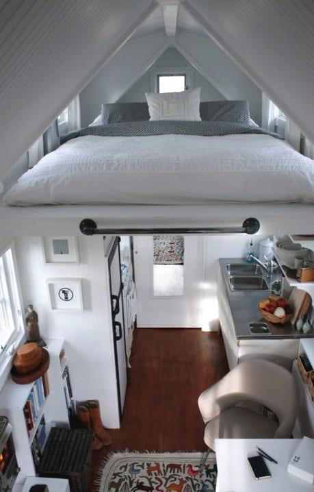 Die kleine wohnung einrichten mit hochhbett freshouse for Couch unter hochbett