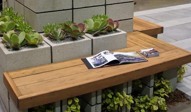 terrasse gestalten mit diy sitzbank und diy blumenkübel aus Lüftung-Lochziegeln_coole urban gardening ideas für terrassen