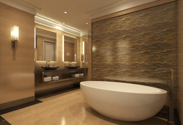 badezimmer ideen für modernes bad in braun mit akzentwand aus mosaik, weiße freistehende badewanne und hinterbeleuchteten badspiegeln über wandhängendem waschtisch aus naturstein braun