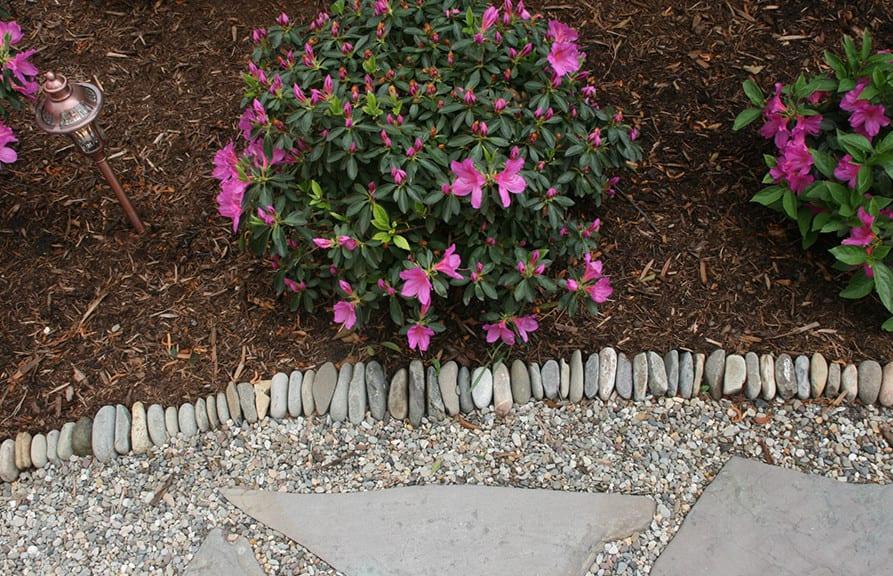 Garten gestalten mit kreativer rasenkante und for Gartengestaltung unterschiedliche hohen