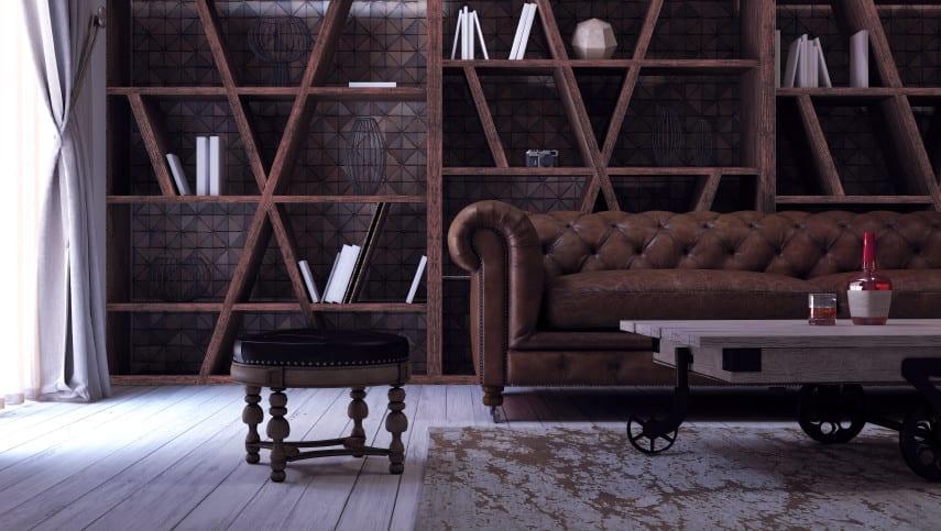 modernes wohnzimmer im klassischen stil mit chesterfield sofa, diy couchtisch auf rollen, holzfußbodenbelag weiß und holzbücherregal modern