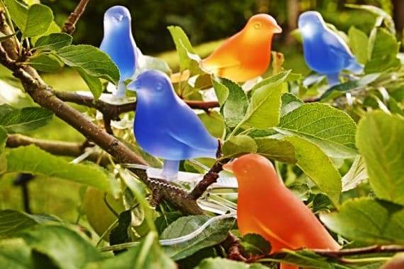 coole idee für Gartenbeleuchtung mit Vogel-Lichterkette
