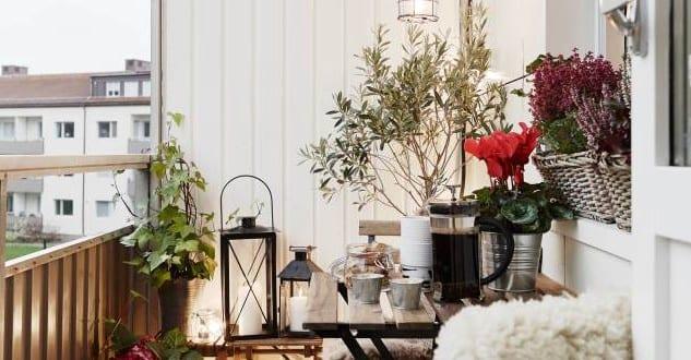 Der balkon als kleines romantisches wohnzimmer im sommer freshouse - Romantisches wohnzimmer ...