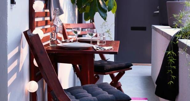 der balkon kleiner balkon gestalten als unser kleines wohnzimmer im sommer freshouse. Black Bedroom Furniture Sets. Home Design Ideas