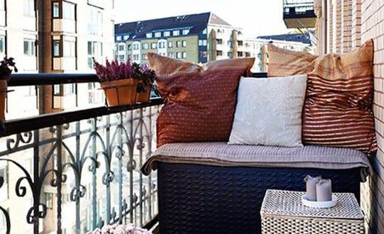 Der balkon unser kleines wohnzimmer im sommer mit for Balkon teppich mit tapeten wohnzimmer bauhaus