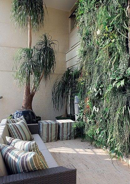 balkonbepflanzung ideen mit vertikalem garten