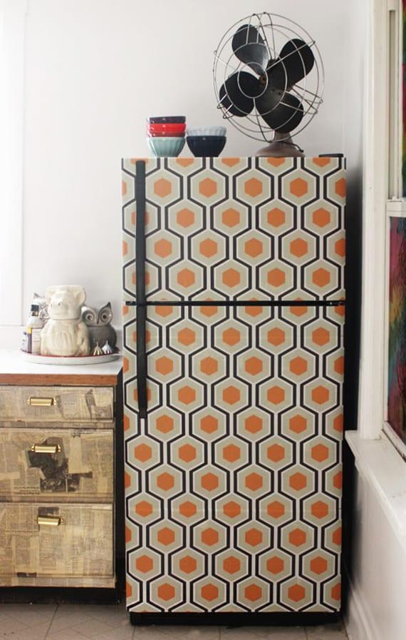coole küchengestaltung mit diy retro kühlschrank_bastelidee für kühlschrank neu gestalten mit klebefolie