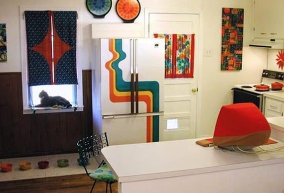 bunte küchengestaltung mit diy retro kühlschrank_dekoideen für weiße küche