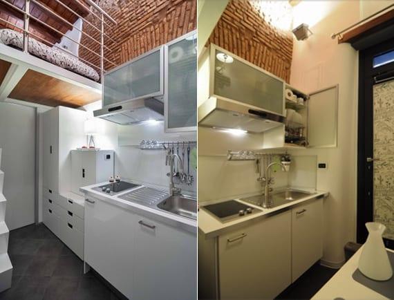 platzsparende einrichtung für kleine küche mit Kochmulde, Spüle und Küchenschränke mit klappschranktüren aus glas