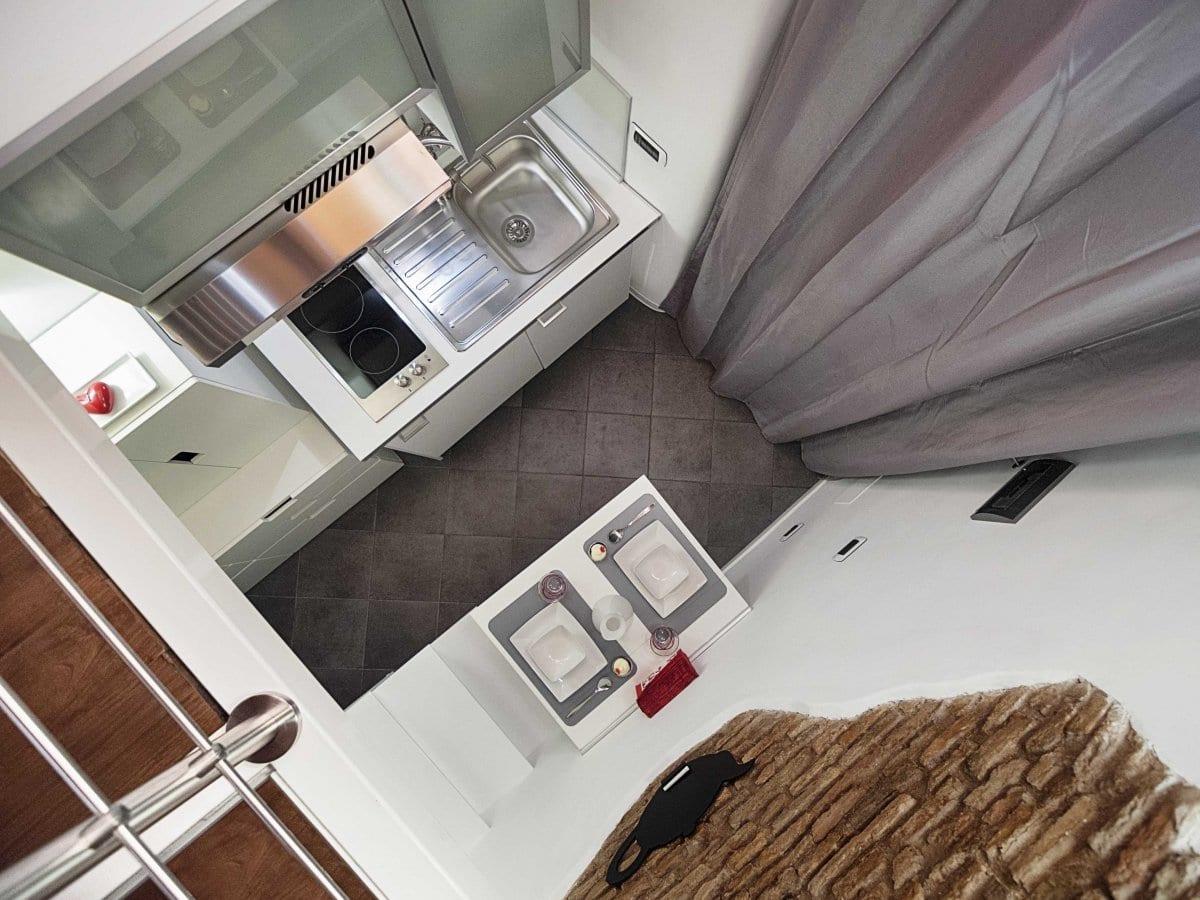 extrem kleine wohnung mit küche und loftbett_tolle Einrichtungsidee für 1 zimmer wohnung