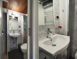eine spektakul re und extrem kleine ferienwohnung in rom. Black Bedroom Furniture Sets. Home Design Ideas