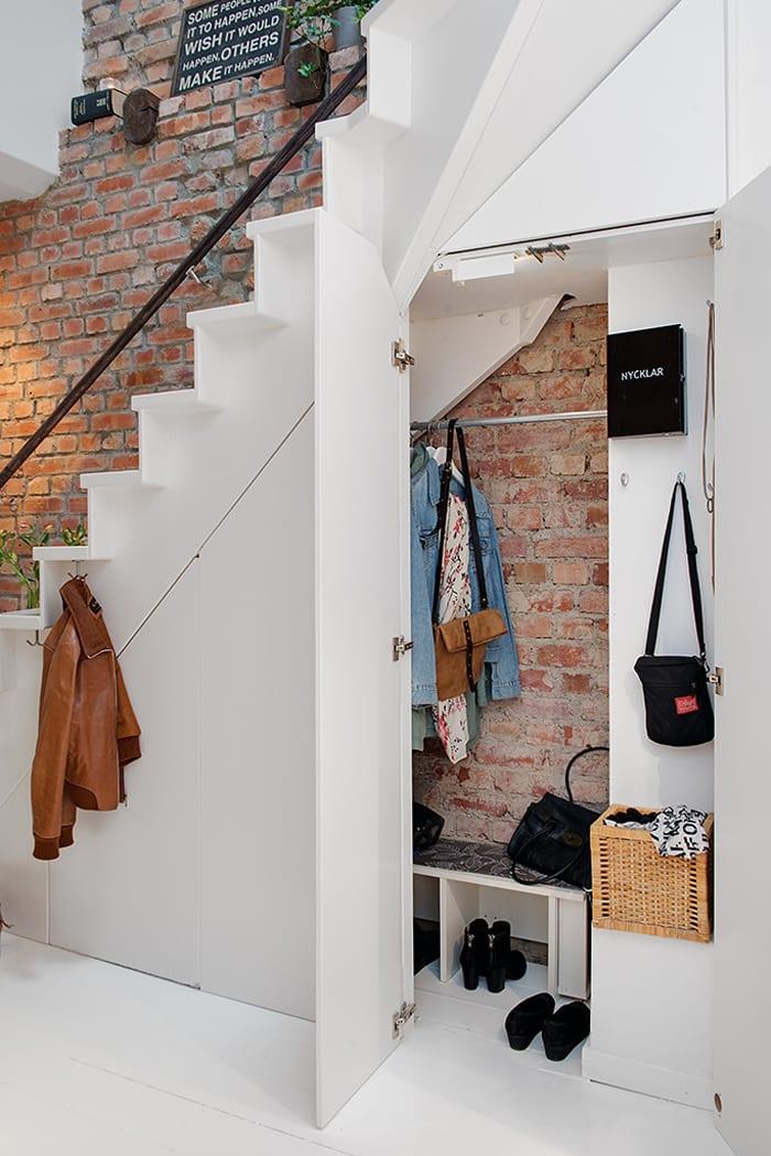 interessante Einrichtungsideen für kleine wohnungen und fluren mit Innentrepe_modernes interior in weiß und ziegeln